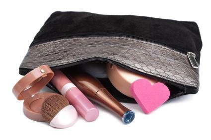 145104-425x282-Small-zippered-makeup-bag